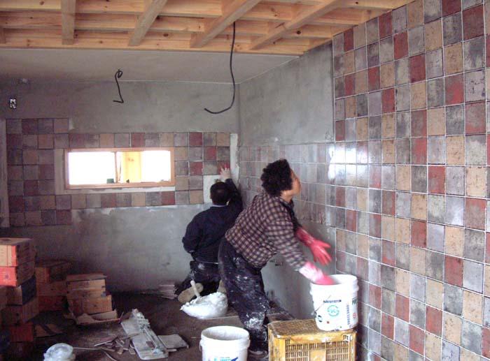 황금박쥐와 니콜라오  한옥 짓는 모습(열일곱번째) - 타일작업과 ...